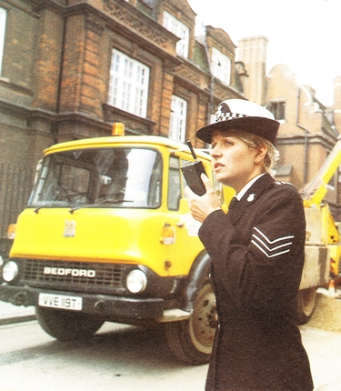 Policewoman using a Pye PF85 portable